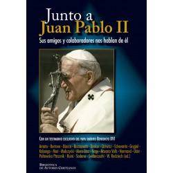 Junto a Juan Pablo II